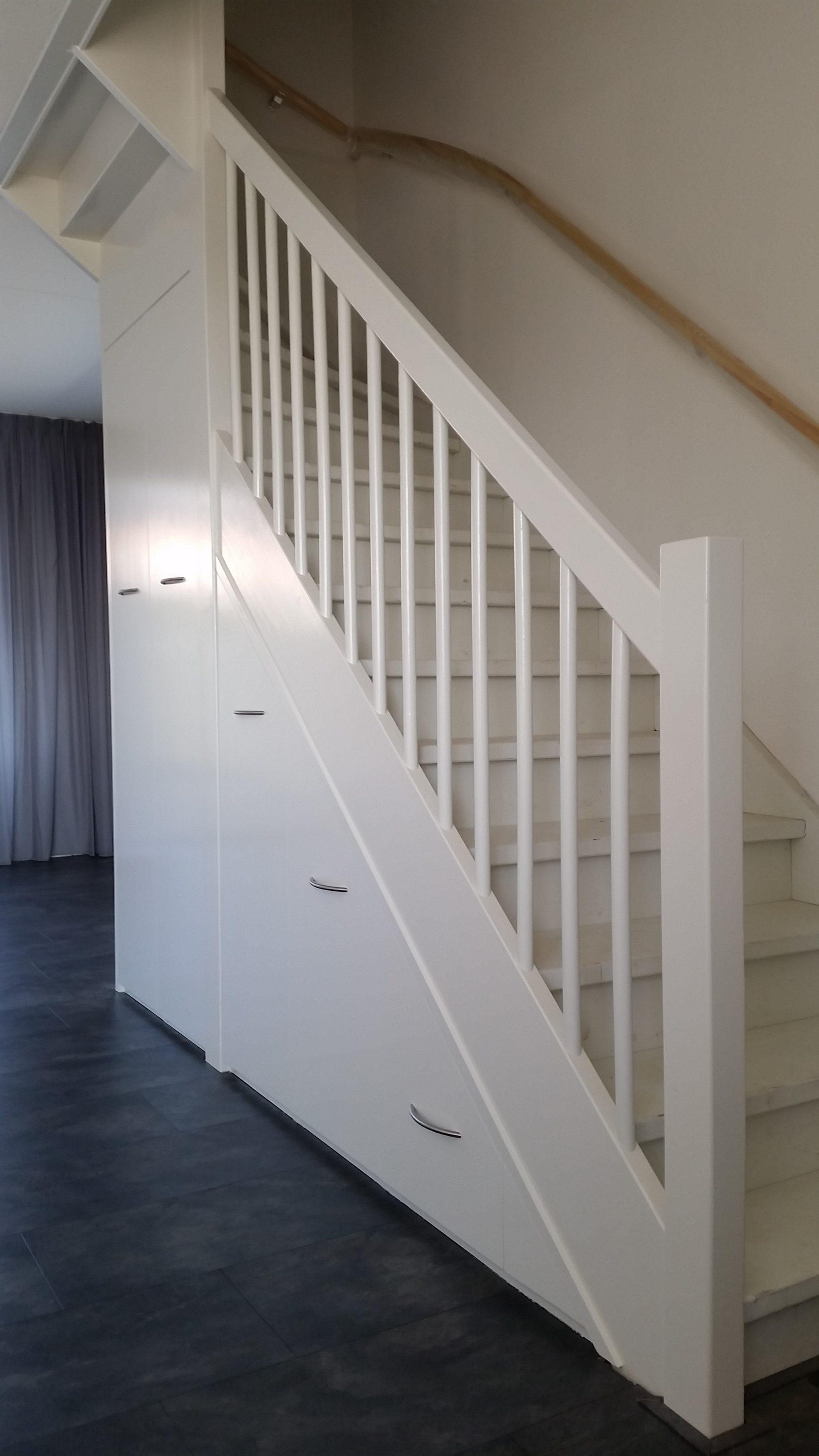 trapkast afgerond, schuin aanzicht