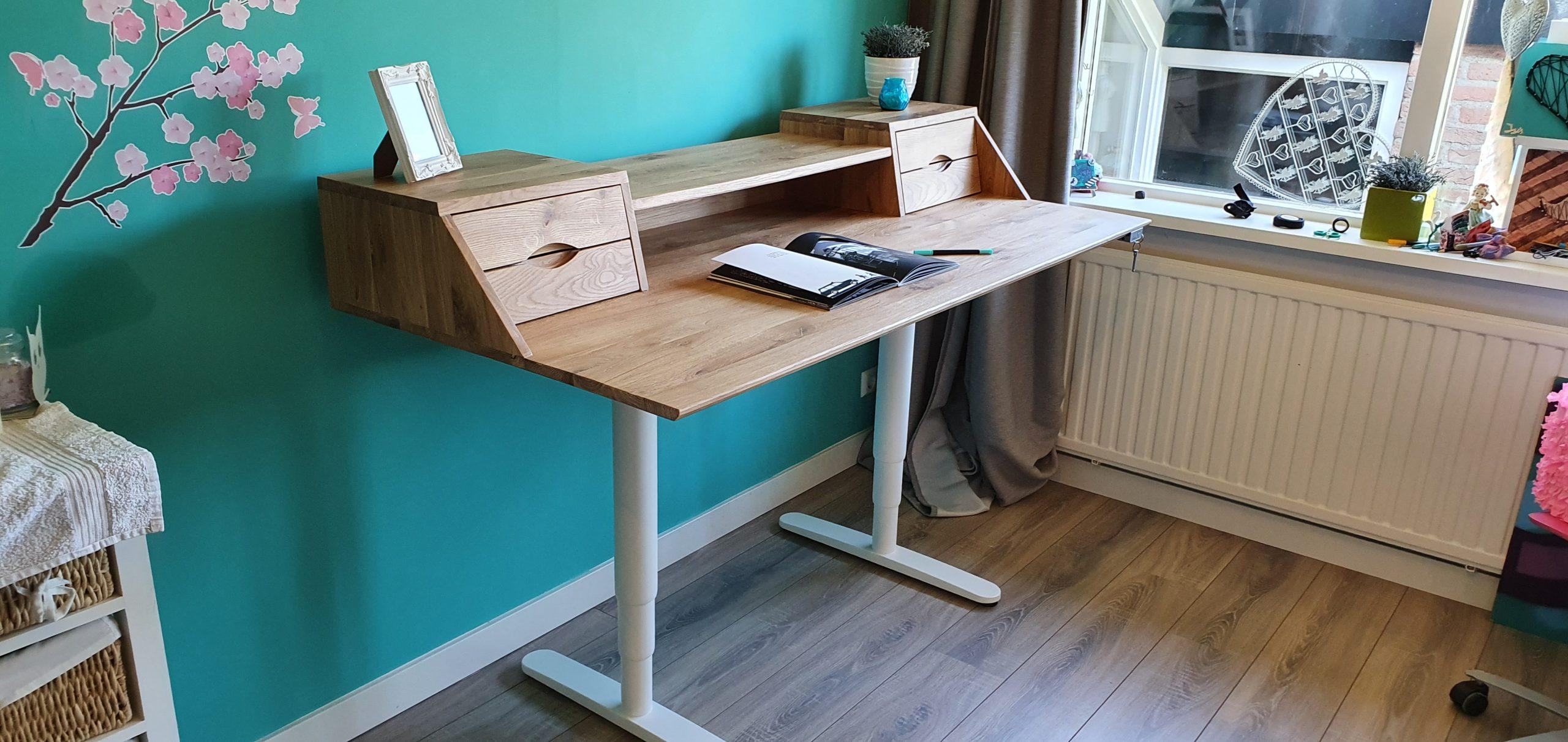 eiken bureau (oak desk) - side view